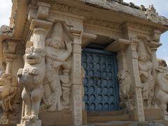 寺1個目【カイラーサナタル寺院】 初期のドラヴィタ様式。 8世紀初頭のパッラヴァ朝時代建築。