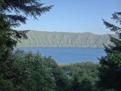 その後、苫小牧に向かう途中、登別に寄り道。倶多楽湖は人がまったくおらず寂しい感じ・・・