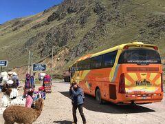 今回のバス行程の、1番標高の高いラ・ラヤにて記念撮影タイム。