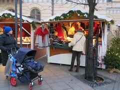 2014/11/30 ストックマン(Stockmann)前の広場  今、3時半・・・ 景色は、夕方のようです・・・