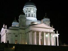 2014/11/30 夜のヘルシンキ大聖堂  ライトアップされたヘルシンキ大聖堂も白亜の殿堂のようで、綺麗です!!