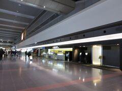 JGC修行が終わって早1か月。1か月ぶりに羽田空港第一ターミナルに立っています。 お馴染みの南ウイングです。 サファイア&JGC会員になりましたのでJGCカウンター横の保安検査場へスムーズINです!