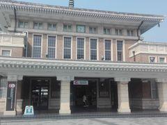 奈良駅の隣にある観光案内所。奈良時代っぽい建物。 晴れてよかった! 建物は新しいです