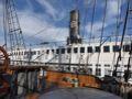 立派な帆船甲板から隣接する蒸気船が見えます。船室に入ってみることができました