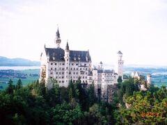 *バイエルン、いやドイツの定番 ノイシュヴァンシュタイン城  ルートヴィッヒ2世のお城 未完成に終わった ディズニーのお城のモデルであることは言うまでもない