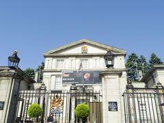 緑道を歩き終わって、半蔵門駅へ向かう途中にイギリス大使館がありました。