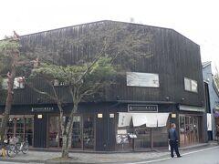 駅の方に戻りながらランチ場所を探しました。 Japanese Restaurant と書いてあるのがちょっと・・・(・_・;)でしたが。