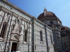 フィレンツェ観光の中心のドゥオーモ「サンタ・マリア・デル・フィオーレ大聖堂」 石積み建築のドームとしては世界最大の大きさだそうです。
