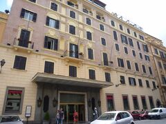 お隣はローマの最高級5つ星ホテル「ホテル ハスラー・ヴィラ・メディチ」