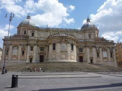 午後はフリータイム。 テルミニ駅に向かう途中にあった「サンタ・マリア・マッジョーレ教会」