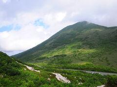 下りの途中から、明日登る予定のニセコ連峰の主峰ニセコアンヌプリが見えてきた。 今日のうちの登りたいところだが、時間も体力も無い。。。