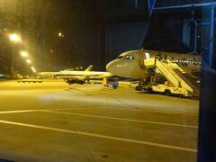 定刻(中国時間4時)に到着しました。中国南方航空の飛行機が見えます。