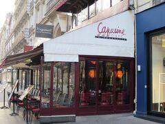 そういえば、パリに来てまだカフェには入っていません。 昨日、ヴァンドーム広場のお店で教えてもらった、カフェ・カプシーヌを訪れます。