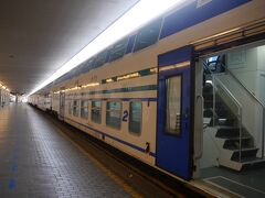 フィレンツェ サンタ マリア ノヴェッラ駅に来ました。  ピサ方面行の普通列車です。2階建て車両です。