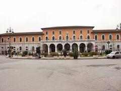 Pisa・Centrale駅前です。