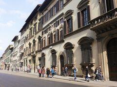 フィレンツェに戻りました。 そのまま、アカデミア美術館に行きます。 チケットは当日買いました。(15分待ちました)