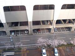 桜を楽しんだのち三条市に向かい、上越新幹線燕三条駅前のホテルに・・・・。