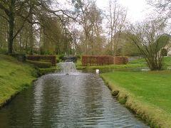 アンヌヴォワ城  このお城は電力を使わずに、水の力を利用して、噴水や他の水路を動かしているそうです。