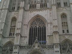 サンミッシェル大聖堂 ベルギーで一番格式の高い教会です。荘厳なゴシック様式の建物で、13世紀から 400年もかけて造られました。