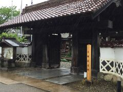 殿町通りに立派な門が、大岡家老門です。 家老職で藩に貢献した武家屋敷門。