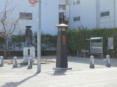 【河合曽良(かわいそら)】像   市制50周年を記念して、おせん公園に建立されました。河合曽良は奥の細道の旅に随行した芭蕉の門人です。