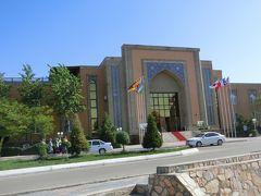 ブハラのアジア ブハラ Asia Bukhara Hotel を早朝8時に出立。