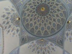 モスクの天井も美しい。