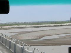 ここからはシルクロードの風景を掲載します。 アムダリア川 カラカルパクスタンに行った時に渡りました。 大きい川ですが、砂が随分堆積しています。