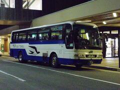 定刻通り青森空港に到着、20:20発の青森駅行きのJRバス東北に乗って、ホテルへと向かう。