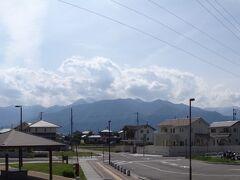 JR大糸線 穂高駅のホームから眺める北アルプスの山並み  14:43発の大糸線で松本へ移動。