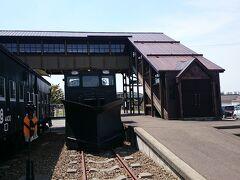 国道238号線から国道242号線を進み、「上湧別百年記念公園・鉄道モニュメント」に到着。 (10:40)(319㎞) 「かみゆうべつ温泉チューリップの湯」に隣接しています。
