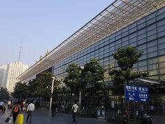 地下鉄で上海火車駅へ