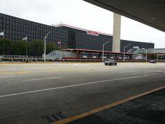 ホテルは空港ターミナルの目の前のヒルトンシカゴオヘアエアポートで、1泊126ドルでした。