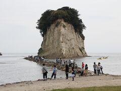 軍艦の形をした見附島