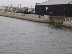 半田運河・・・江戸時代、海運で栄えた半田から江戸へと、特産の酢や酒が運ばれました  運河沿いにはその醸造蔵が建ち並び、江戸の面影を今に伝えています