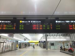 翌朝。朝一に広島駅に。朝5時台の列車に乗車します。