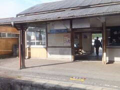 次の吉舎駅。本数が少ない割には学生などの乗降がけっこうありました。