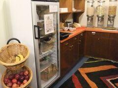 滞在3日めの朝  地下のキッチンで朝食を♪