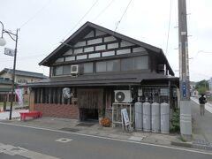 葉山神社を参拝した後は、一気に南下して長井市中心部へ。 14時を回ってお腹がすいたので、ふらっとお蕎麦屋さんへ。 手打ち田舎そば「かく長」さん。