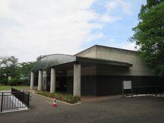 多摩川台公園 公園管理事務所  公園管理事務所には、「古墳展示室」が併設されている。 入場無料、月曜休館。