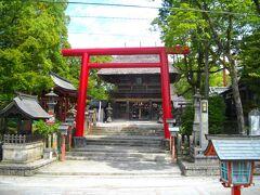 鉄道ミュージアムから歩いてすぐに青井阿蘇神社がある。正面は人吉駅とは反対の蓮池側となる。