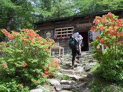 富士見平小屋で受付。 テン場は1人1000円。