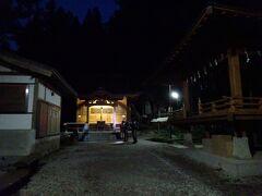 登山口の竹宇駒ヶ岳神社に明るくなるまで滞在し、4時過ぎに登山開始。 暗いうちから結構多くの登山者が出発していきました。
