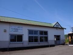 昨日降り立つことができなかった落部駅。 木造の小さな駅舎だった。 今日も良い天気だな。