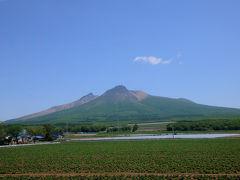 再び走り、駒ヶ岳の麓を回り込むように進んでいく。 駒ヶ岳も、見る角度で全く違う顔を見せる山だ。