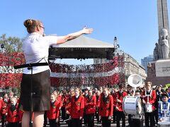 こちら自由記念碑前の広場には、学生さんたちによる鼓笛隊がたくさんいました。