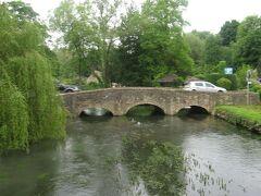 コルン川にかかる石橋です。