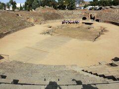 さて、円形劇場から見学です。 このような遺跡、ギリシャ旅行以来です。