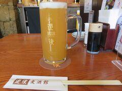 お風呂に入ってさっぱりした後は、 道後温泉本館横にある、道後麦酒館 で道後ビール(860円)をいただきます。