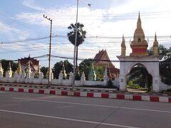 道路沿いに、こんな綺麗なお寺があったのだ。